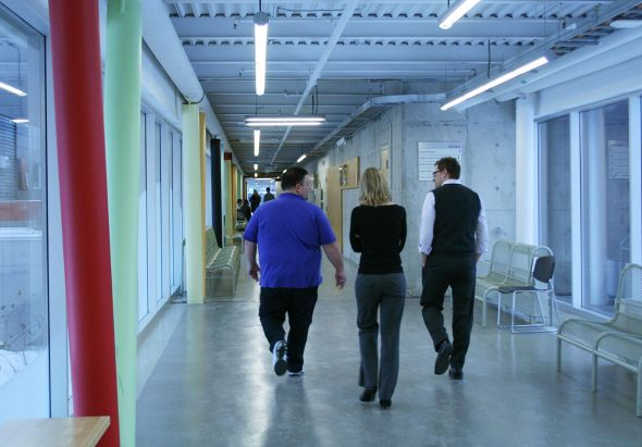 Sheridan-_group-walk-in-hall